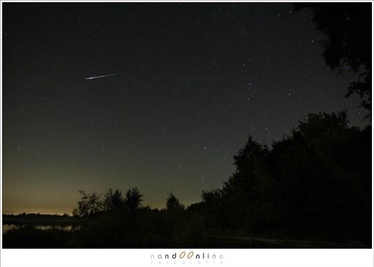 Een aantal meteoren van de Perseïden. Wie kan ze vinden?