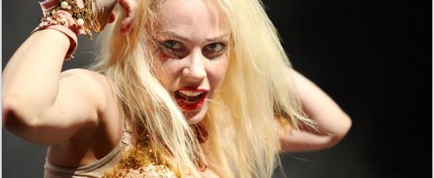 Emilie Autumn in actie tijdens het optreden in Dynamo