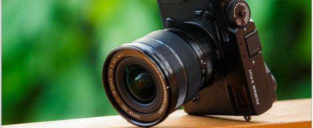 De Fuji X-Pro 2 is geen kleine camera, maar in ieder geval wel kleiner dan een spiegelreflex camera