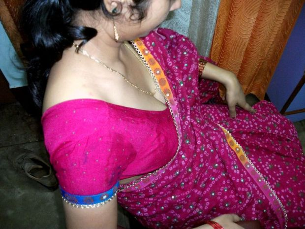 Nude sexy bhabhi from India – Indian Bhabhi showing awesome Boobs in red blouse and petticoat pics
