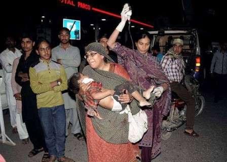 Pakistan, attentato nel parco dei bambini: decine di morti a Lahore