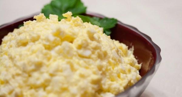 Яичный салат (фаршированные яйца)