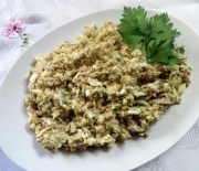 Салат из консервированного тунца с яйцами