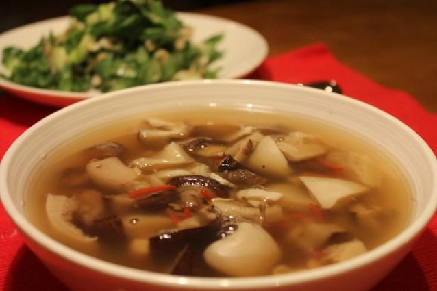 Грибной суп – на курином бульоне с вермишелью
