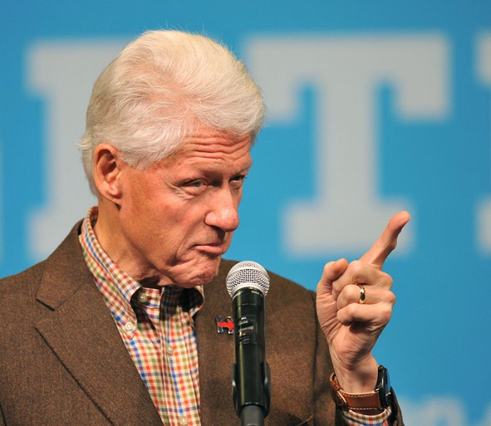 Bill Clinton Launches Bus Tour In Iowa To Encourage Early Voting