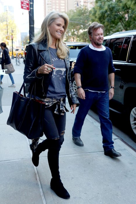 Christie Brinkley and John Mellencamp stop at an art gallery in New York – Part 2