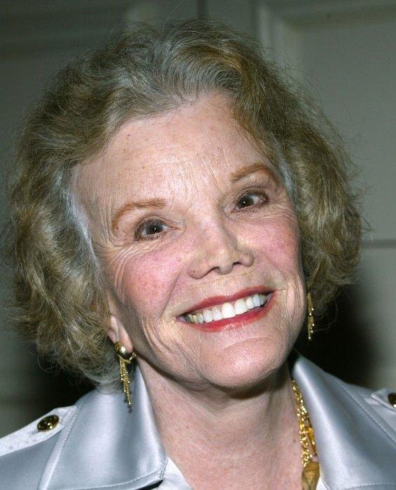 Pacific Pioneer Broadcasters Luncheon Honors Joanne Worley