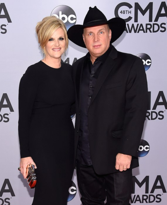 Their cheating hearts 10 crazy country music scandals for Garth brooks married to trisha yearwood