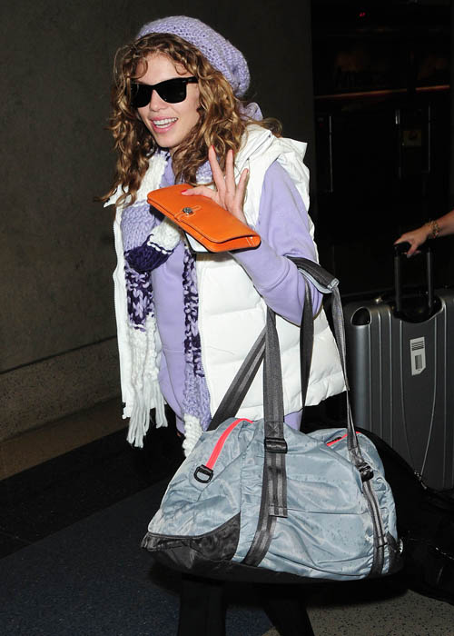 <I>90210</I>'s Annalynne McCord arrived at Park City carrying an Under Armour Shatter Tote.