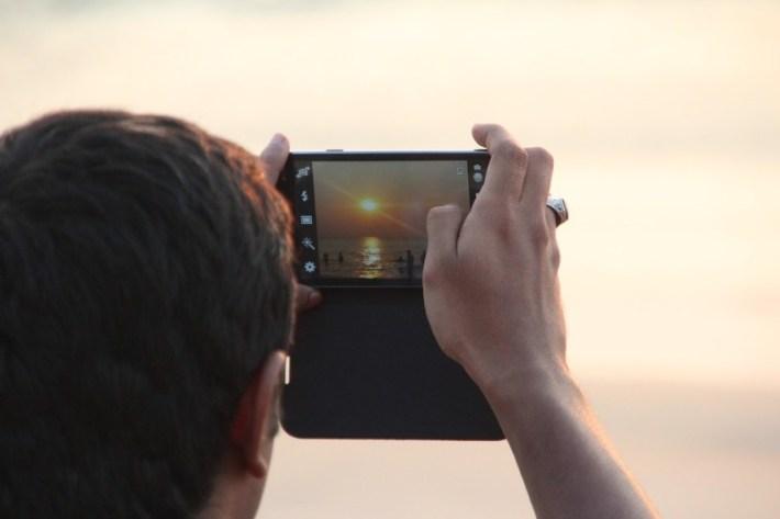A cosa ti serve veramente lo smartphone quando sei in barca? A fare foto e video pazzeschi per documentare i momenti più belli delle tue vacanze!