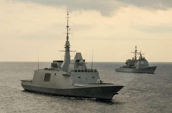 Fragata FREMM Aquitaine em exercício com navio da USN - foto Marine Nationale