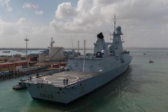 Fragata de Defesa Aérea Forbin em escala no Djibouti - foto Marinha Francesa