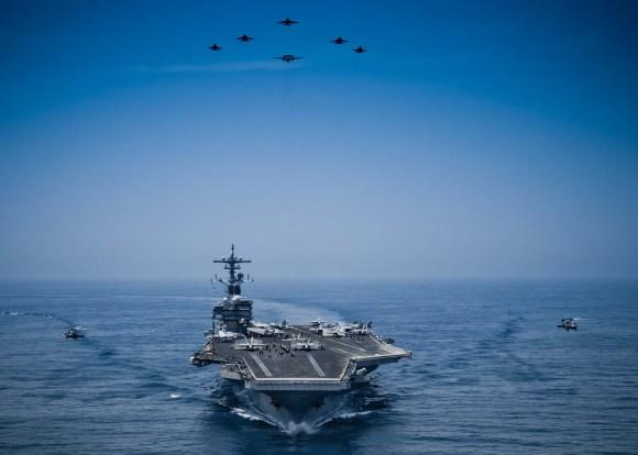 CVN 77 em photex com CVW 8 no Mar da Arábia em 30 de abril - foto USN