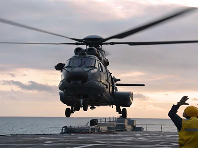 [Imagen: Helic%C3%B3ptero-UH-15-operando-no-Navio...-Bahia.jpg]