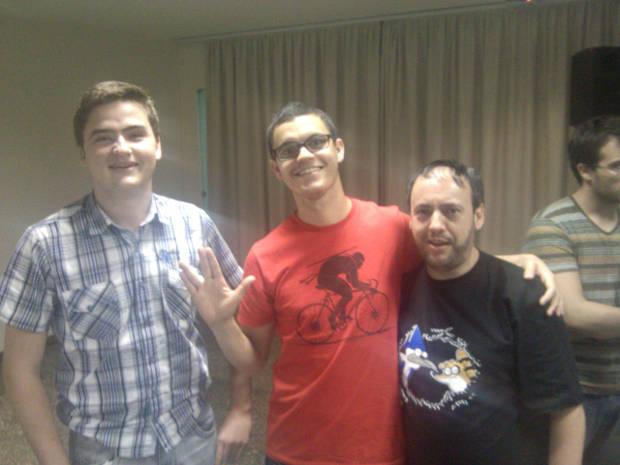 Marco Gomes, grande entusiasta do Bitcoin, ao lado de Fabrício Darosci, da Associação Software Livre de SC e Wladimir Crippa, moderador da comunidade BTC BR