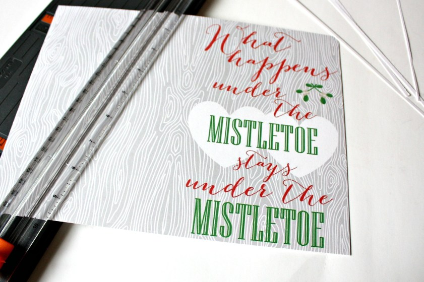 Free printable card.  Mistletoe Love Note
