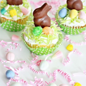 Easter Basket Cupcakes.  Perfect for a party, Sunday school class or to make with the kids at home.