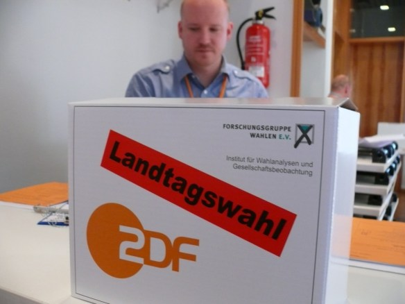 Umfrage im Wahllokal für die Prognosen und Hochrechnungen im ZDF.