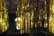 Goldene Lametta-Fäden