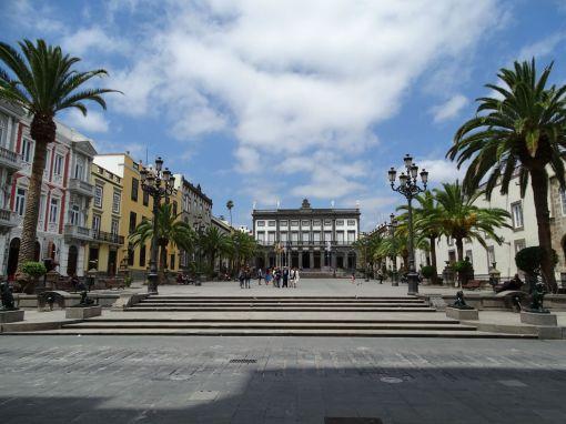 Plaza de Santa Ana mit Rathaus