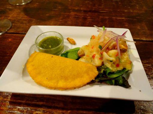 Kolumbianisches Essen - Cevicche und Empanda
