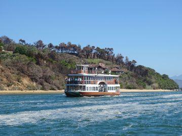 Ausflugsboot in der Knysna Lagune