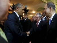 President Barack Obama (L) and his Cuban counterpart Raul Castro (C) shake hands as UN Secretary General Ban Ki-moon (R) looks onPanama Presidency/Handout via Reuters