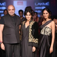 Review: Reliance Trends Tarun Tahiliani Collection at LFW W/F 2015