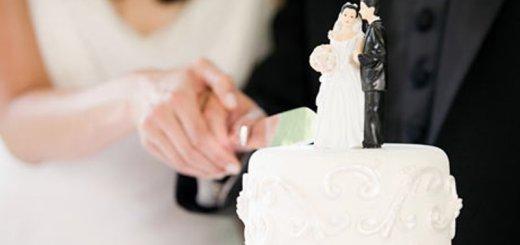 couple cutting wedding cake_New_Love_Times