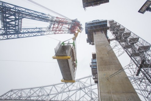 February 8, 2016 - I Lift NY raises a 650-ton crossbeam.