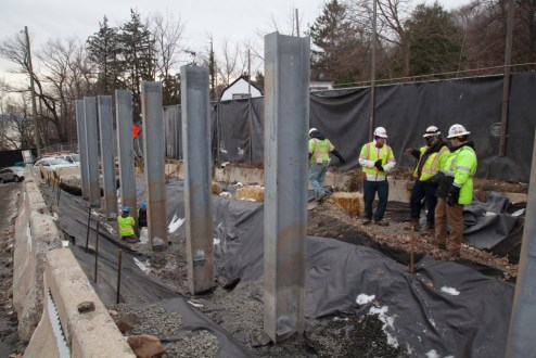 December 21, 2016 - The project team installs noise-reducing barriers in Rockland County.
