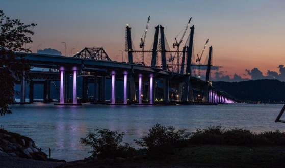 May 31, 2017 – The project team tests the westbound bridge's aesthetic lighting system.