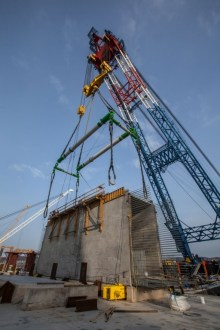 March 6, 2016 - A specially-engineered lifting frame allows I Lift NY to hold a 750-ton crossbeam.