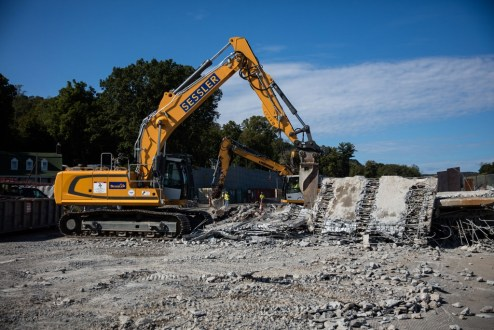 October 12, 2017 - The project team removes the old bridge's landing in Rockland County.