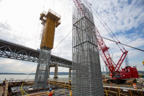 October 7, 2014 - Installing the formwork for the pier 39 columns.