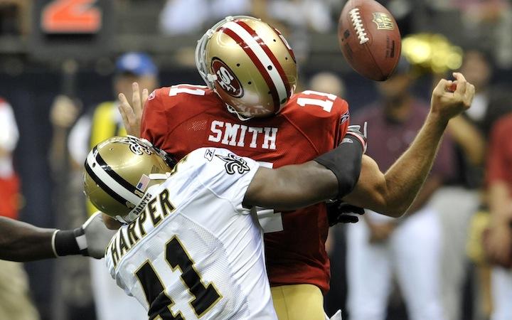 Roman Harper tackler 49ers QB Alex Smith