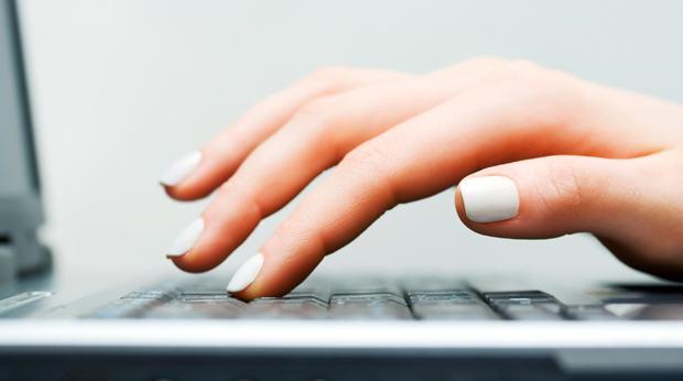 assurance la d claration de sinistre en ligne plus efficace que par t l phone ou par courrier. Black Bedroom Furniture Sets. Home Design Ideas