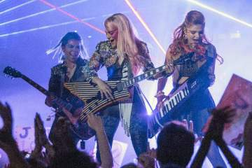 jem e le holograms trailer