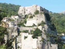 Castello-e-parete-rocciosa-web