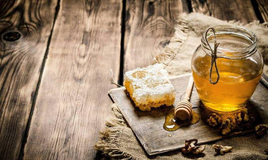 bigstock-Sweet-Honey-In-The-Comb-Glass-120430379