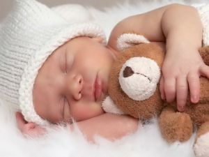 bebe-durmiendo-con-osito 2