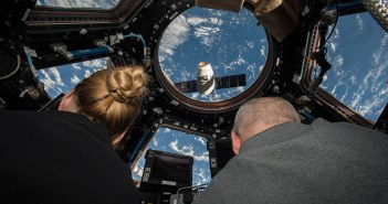 spacex-dragon-iss-station