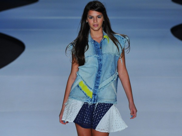 Bruna Marquezine casual look, walking the runway
