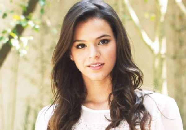 Bruna Marquezine with a princess look