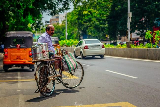 A tea & snack vendor by bicycle.