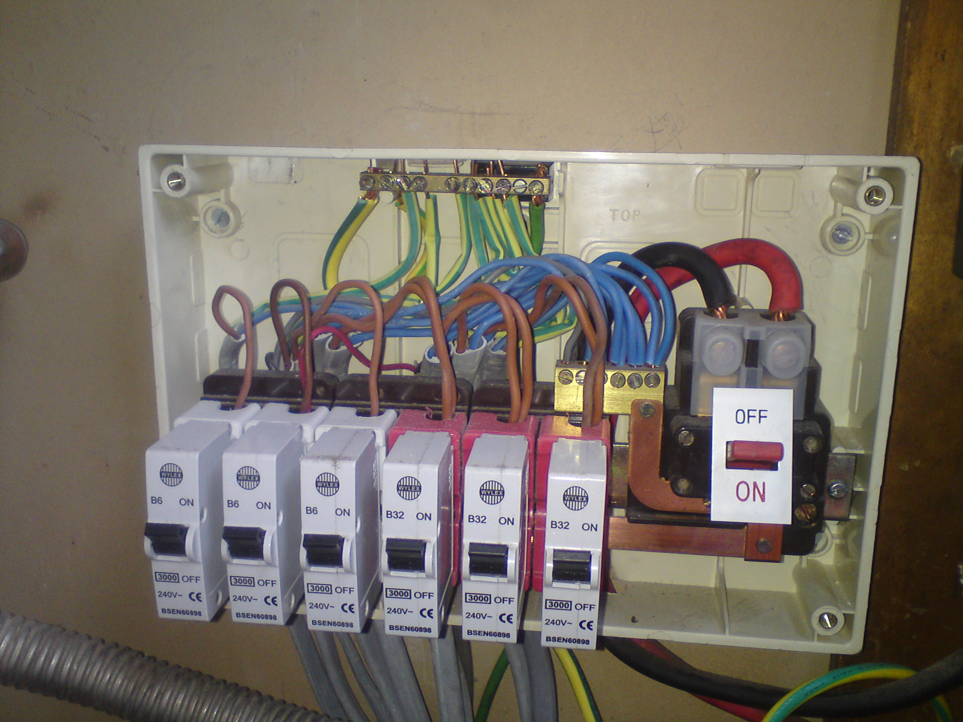 DSC023641 electrical test and inspection dangerous wiring Old Electrical Fuse Boxes at nearapp.co