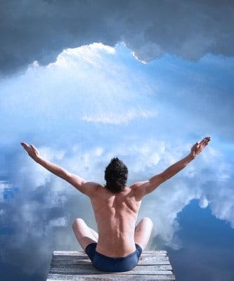 man medit66ating 208x250 100 Voordelen van mediteren