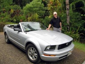 Mit dem Mustang Cabrio auf Maui unterwegs. Foto: www.nikkiundmichi.de