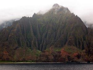 Na Pali auf Kauai - die schönste Steilküste der Welt im Gegenlicht. Foto: www.nikkiundmichi.de