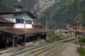 Aguas Calientes: der kleine Bahnhof liegt mitten im Örtchen.